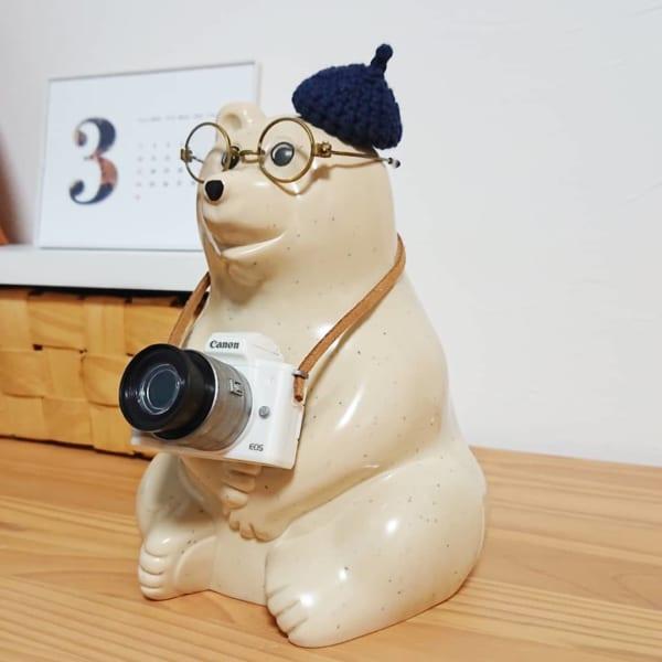 ラウンドメガネとカメラとベレー帽