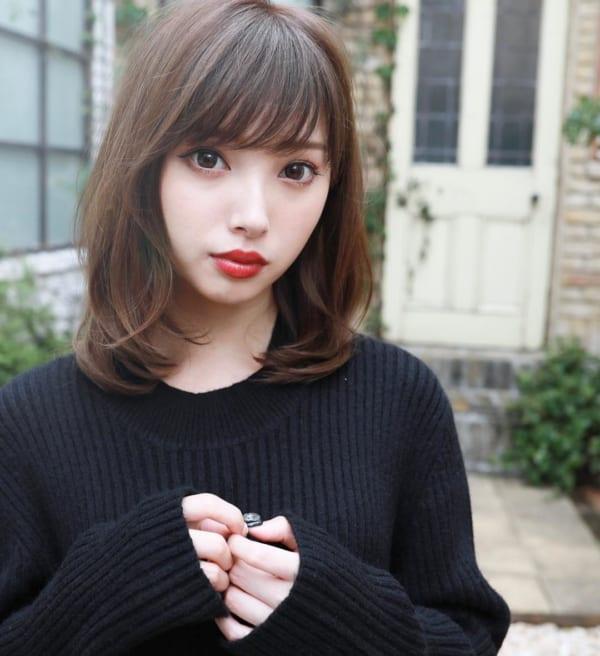 40代の【ミディアムヘア】×前髪あり 下ろし流し前髪2