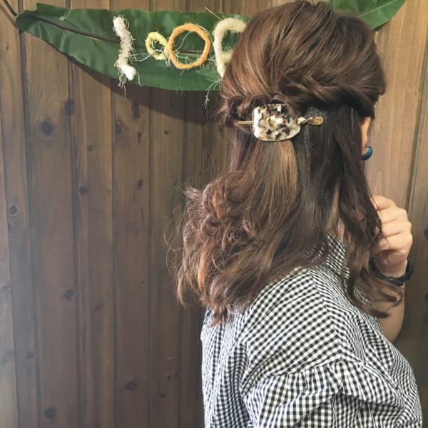 ロングヘアのまとめ髪③ハーフアップ2