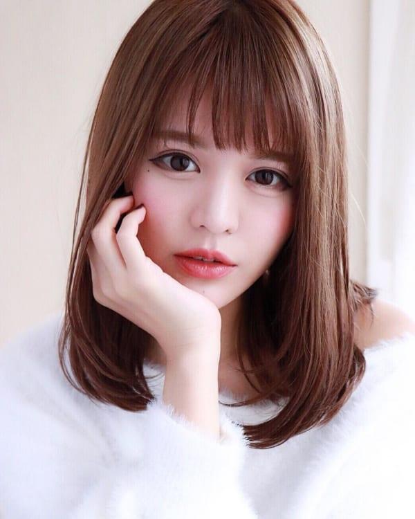 40代の【ミディアムヘア】×前髪あり ぱっつん前髪