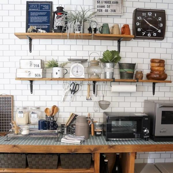 棚をつけてカフェ風インテリアに