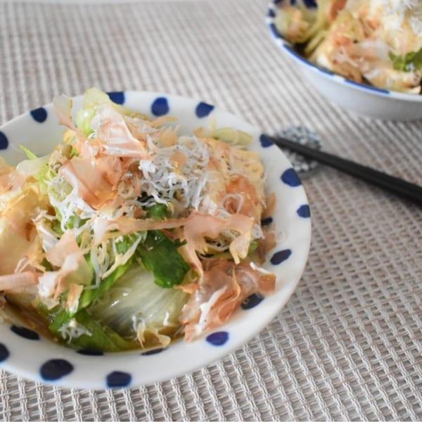 メインのおかずにも!レンジで作る!レタスと豆腐のホットサラダ