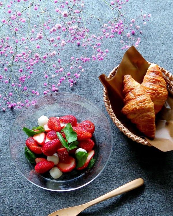イチゴとモッツァレラチーズのサラダ