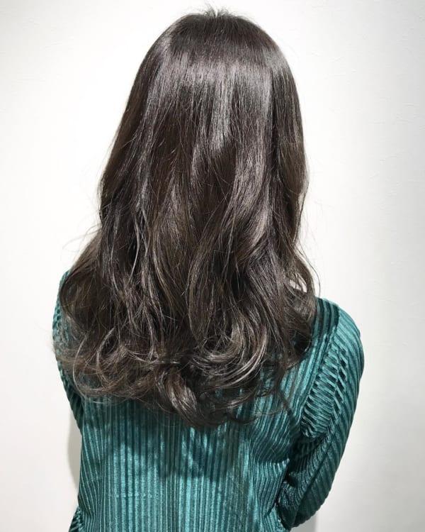 黒髪のようなツヤのレディーススタイル