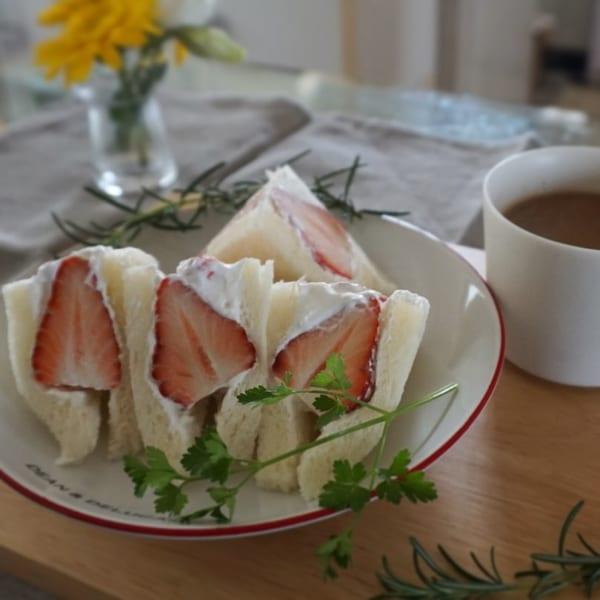 イチゴ&ホイップのサンドイッチ