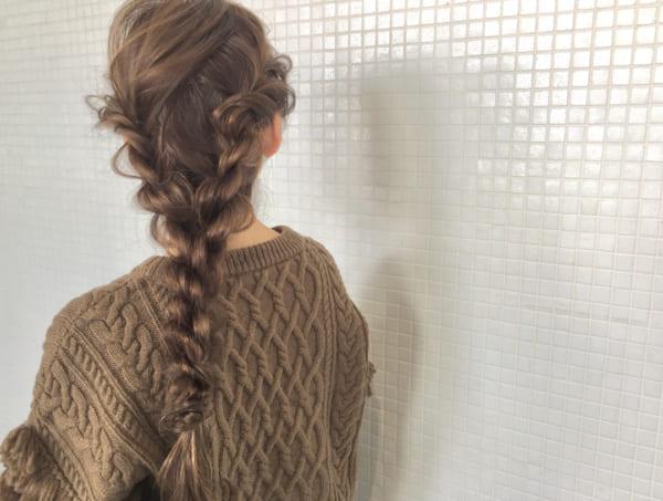 ロングヘアのまとめ髪④フィッシュボーン2