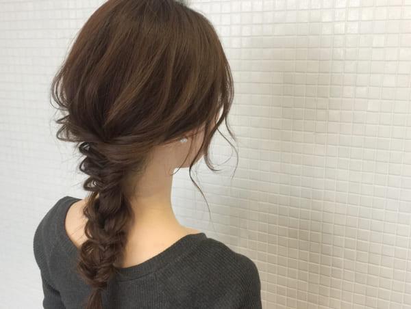 ロングヘアのまとめ髪④フィッシュボーン3