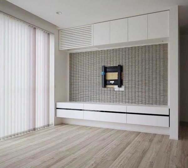 配線を見せない壁掛けテレビボード
