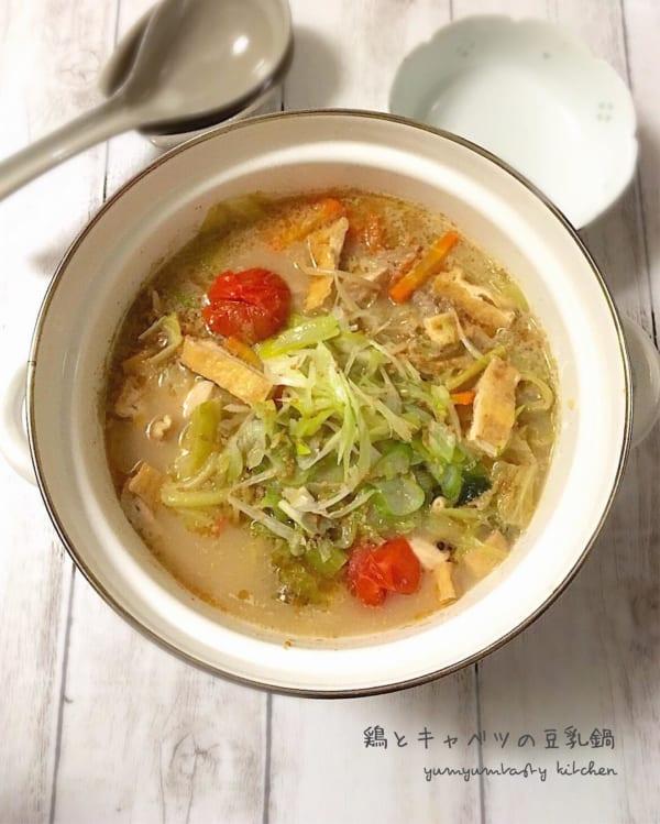 鶏とキャベツの豆乳鍋