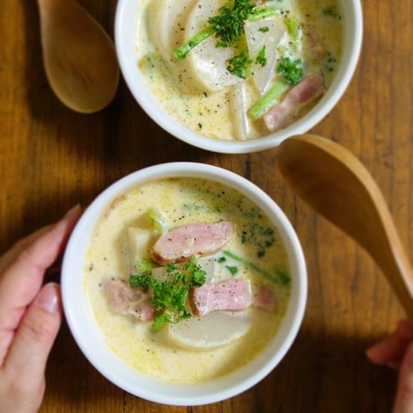 ほっこり美味しい料理カブとベーコンの豆乳スープ