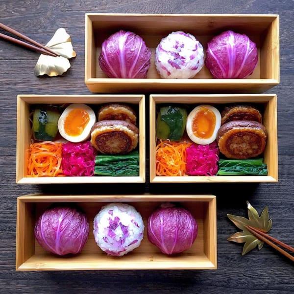 紫奏子の色が目に鮮やかなお弁当