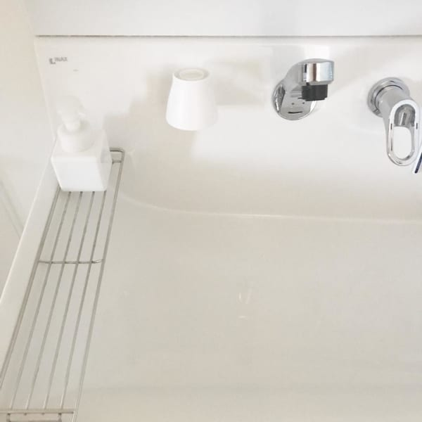 洗面コップは浮かせて清潔に