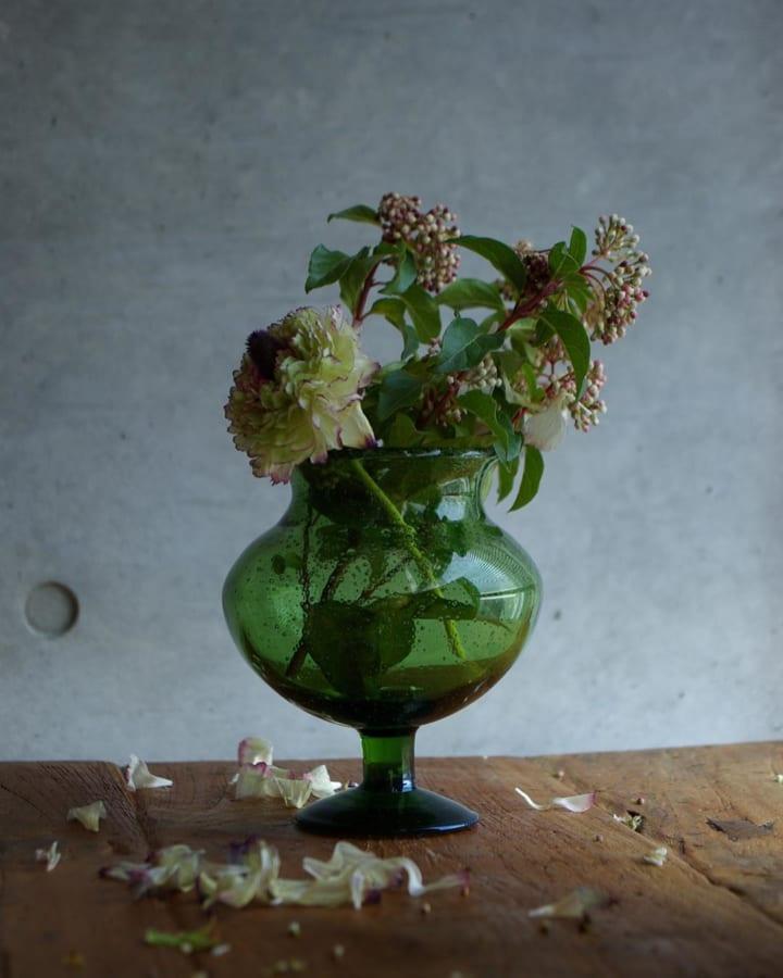 クリアなガラスベースとお花の組み合わせ