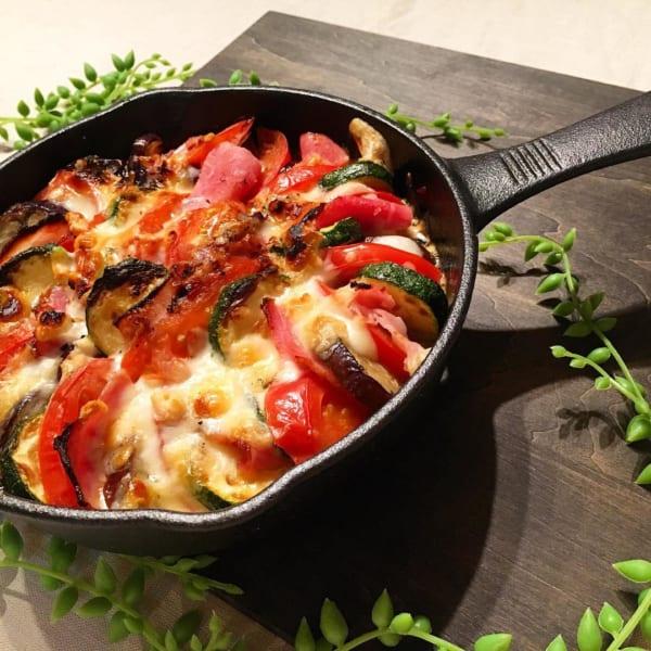 野菜とベーコンのスキレット焼き
