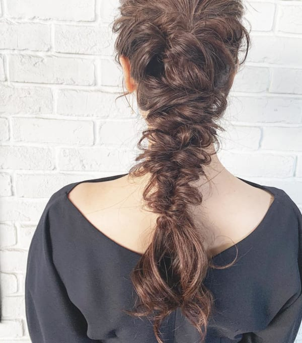 ロングヘアのまとめ髪①ポニーテール・編み込み6