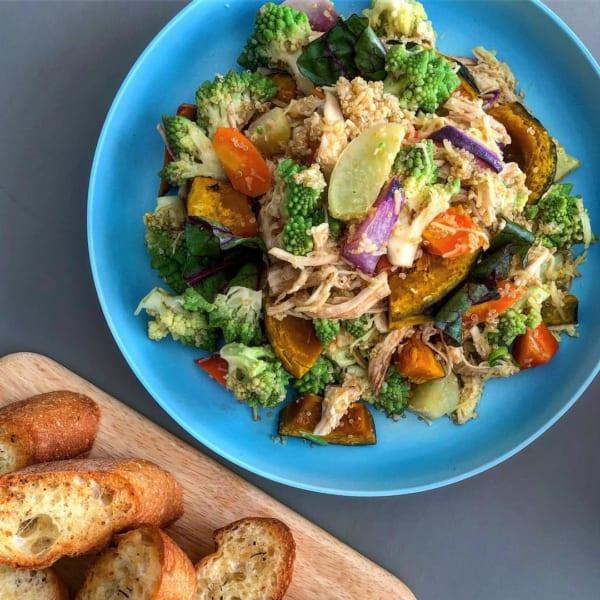 ロースト野菜と蒸し鶏のサラダ