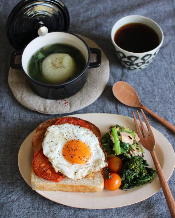 グリルトマト&目玉焼きのせトースト