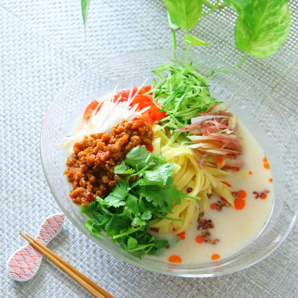 トマトと薬味のたっぷり冷やし豆乳担々麺