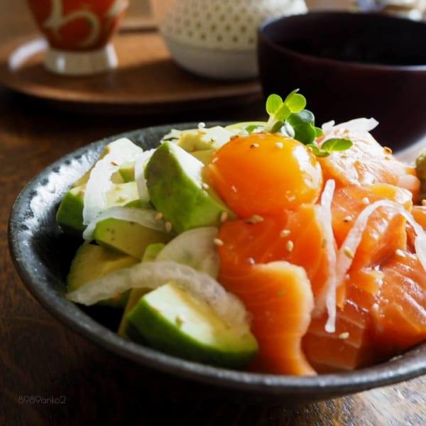アボカドとサーモン丼