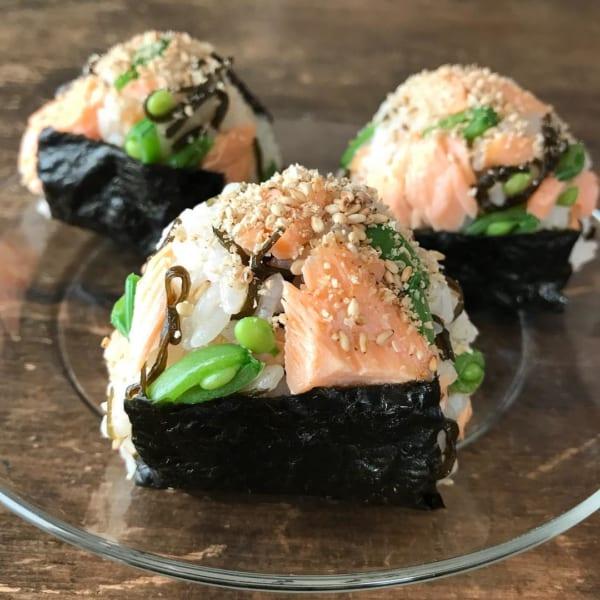 鮭昆布とスナップえんどうのマヨネーズ和えおにぎり