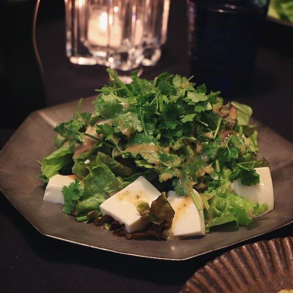 豆腐とパクチーのサラダ