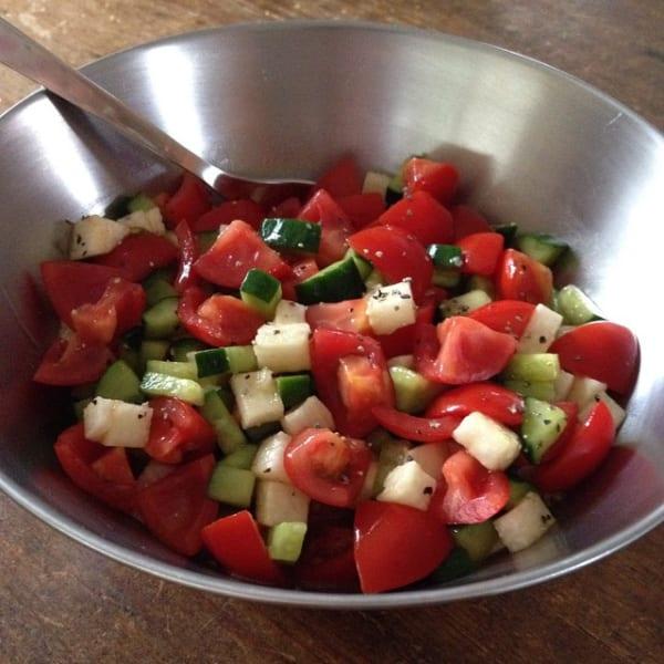 トマトときゅうり山芋の角切りサラダ