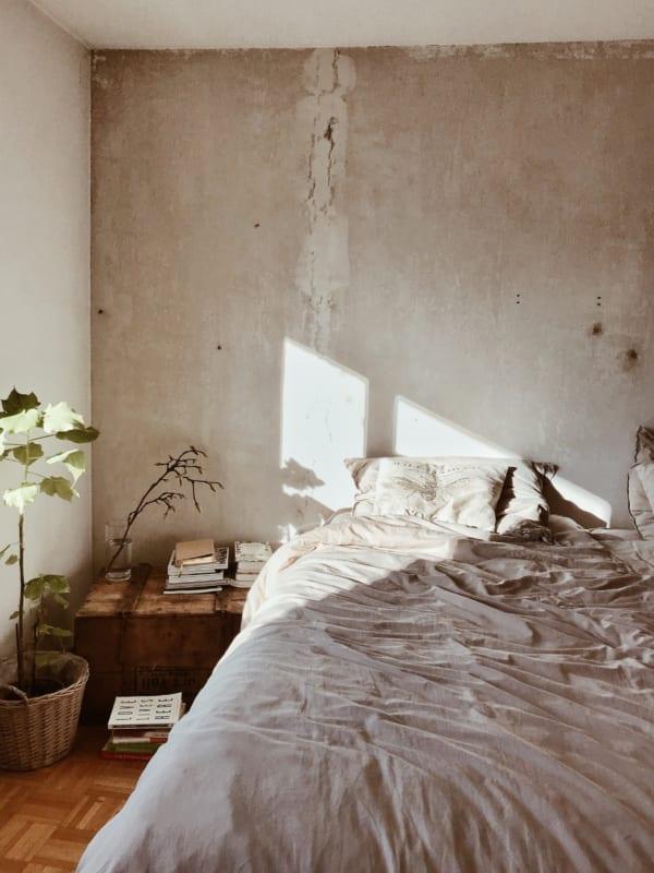 ベッドサイド用の家具 木箱