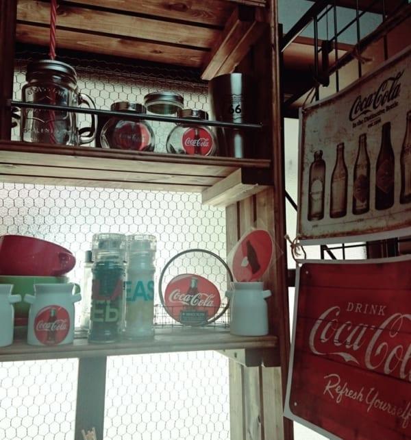 キッチンにコカ・コーラ