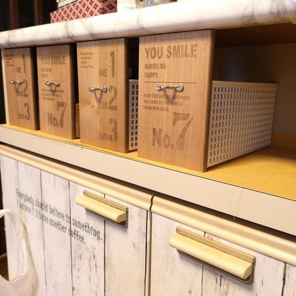 木製のブックスタンドを使って