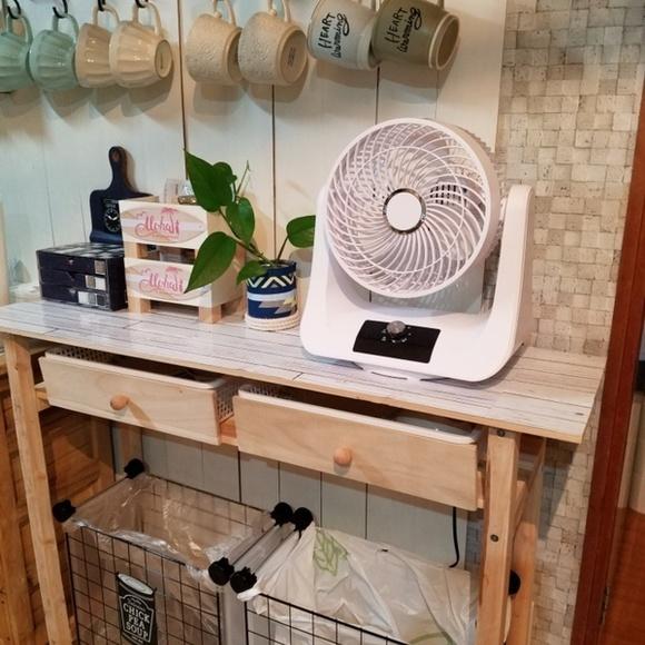キッチンにある扇風機を置くテーブルをDIY