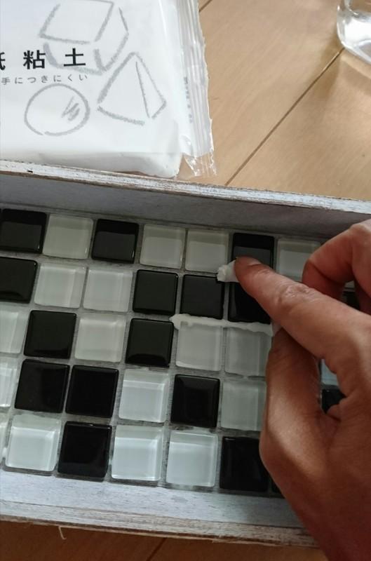 ガラスタイルの目地