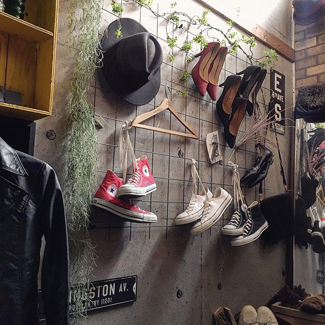 壁に靴をかっこよくディスプレイ