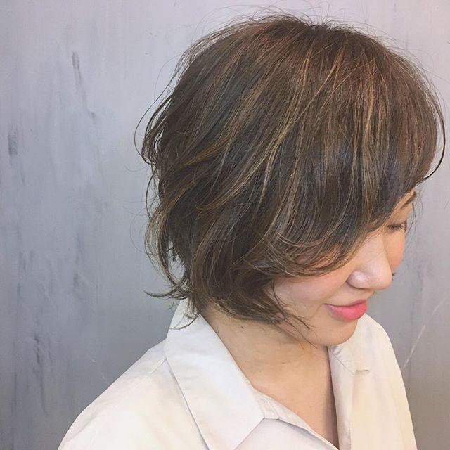 ベージュの髪色 ショート7