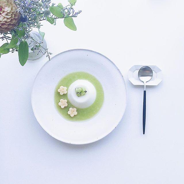 杏仁豆腐キウイソース