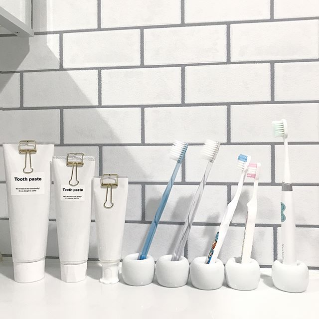白磁歯ブラシスタンド