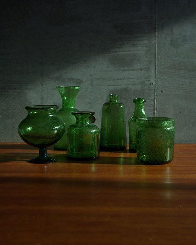 グリーンカラーのグラス