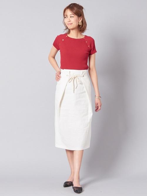 白スカートで見た目にも涼しく