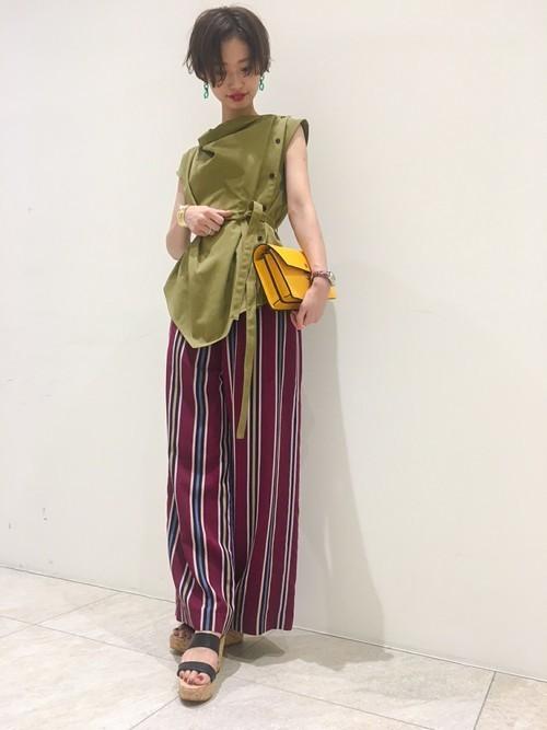 《初夏》気温27度の服装:パンツスタイル 夜