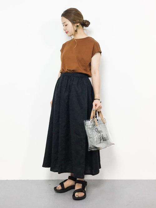 気温30度の服装:スカートスタイル