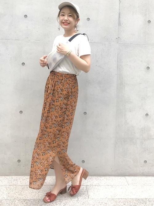 花柄スカート×ウエストバッグ
