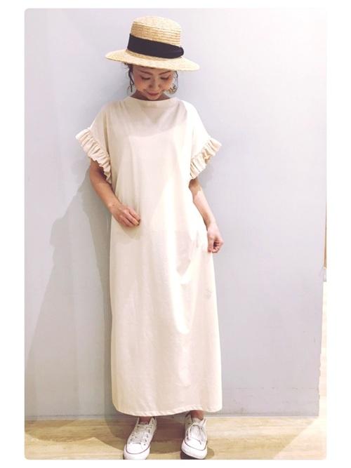 カンカン帽×白ワンピースのヘルシーコーデ