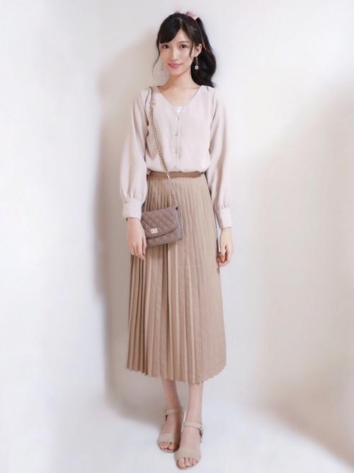 10フェミニンコーデ:プリーツスカート