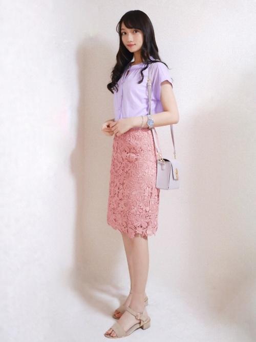 8フェミニンコーデ:レースタイトスカート