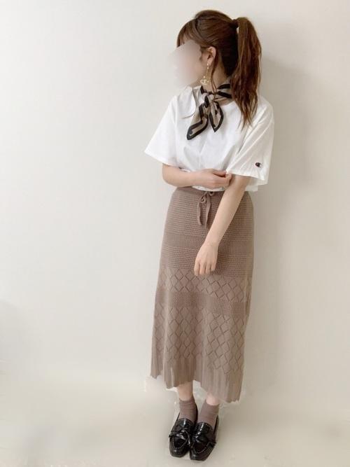 チャンピオンTシャツ×ニットスカート