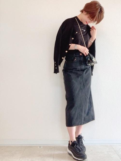黒カーディガン×デニムスカート