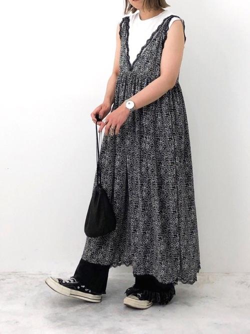 黒 デニムパンツ コーデ6