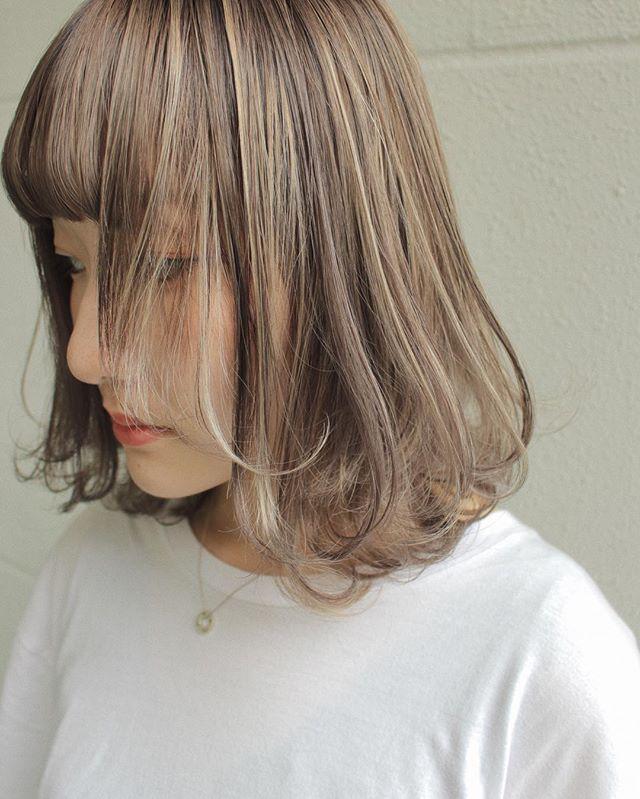 ベージュの髪色 ミディアム9