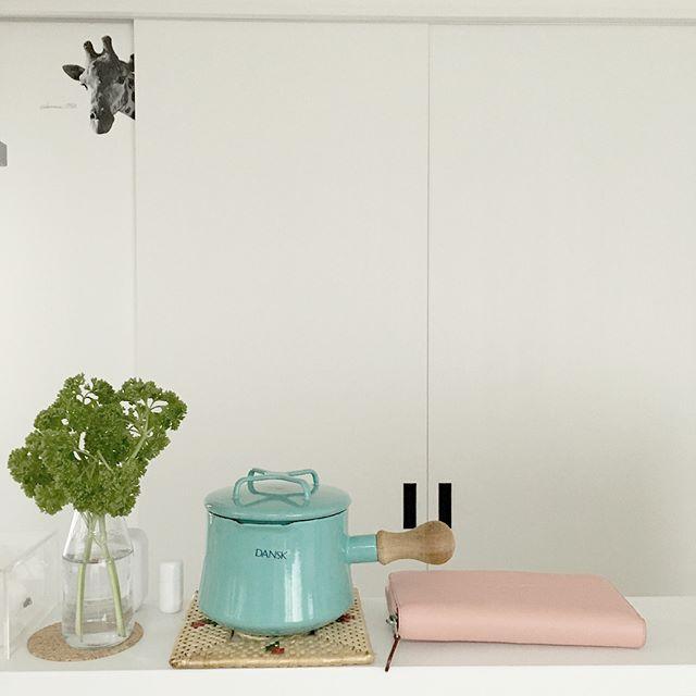 白いキッチン×パステルカラー 風水