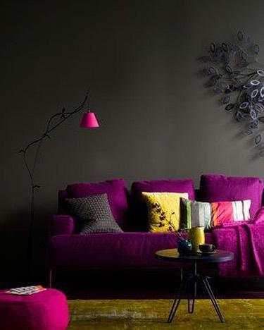 紫色をキーカラーにした大人ルーム