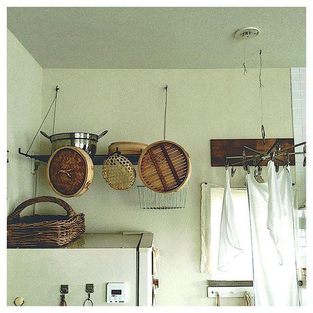 壁から吊り下げ収納を楽しむ